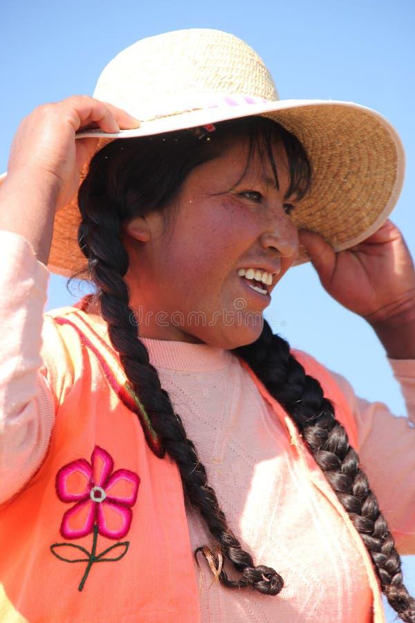Una mujer peruana con un sombrero fotografía de archivo