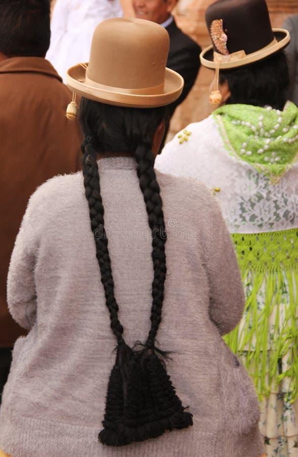 Una mujer peruana en Raqchi fotos de archivo