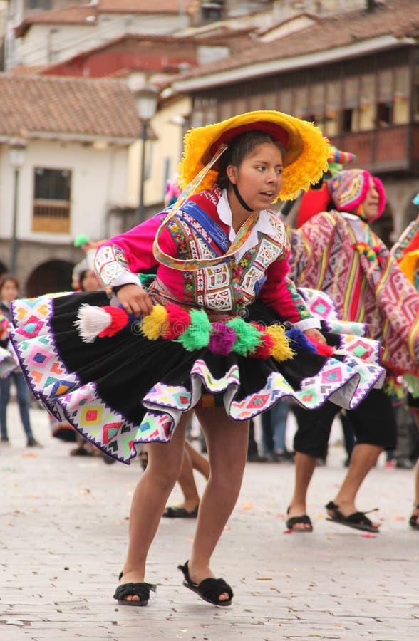 Una mujer peruana en un festival imagenes de archivo