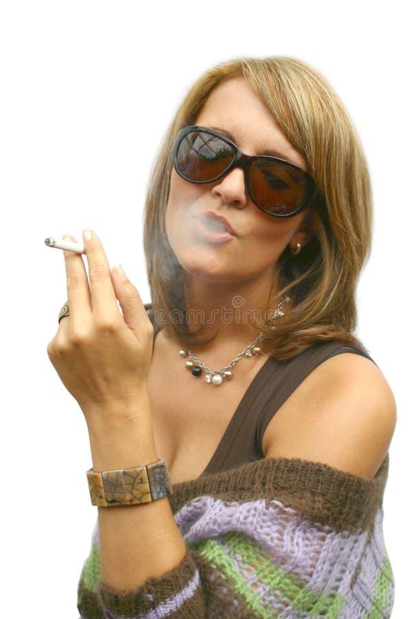 Download Una mujer que fuma hermosa imagen de archivo. Imagen de muchacha - 1296519