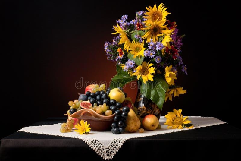Una natura morta di autunno fotografia stock