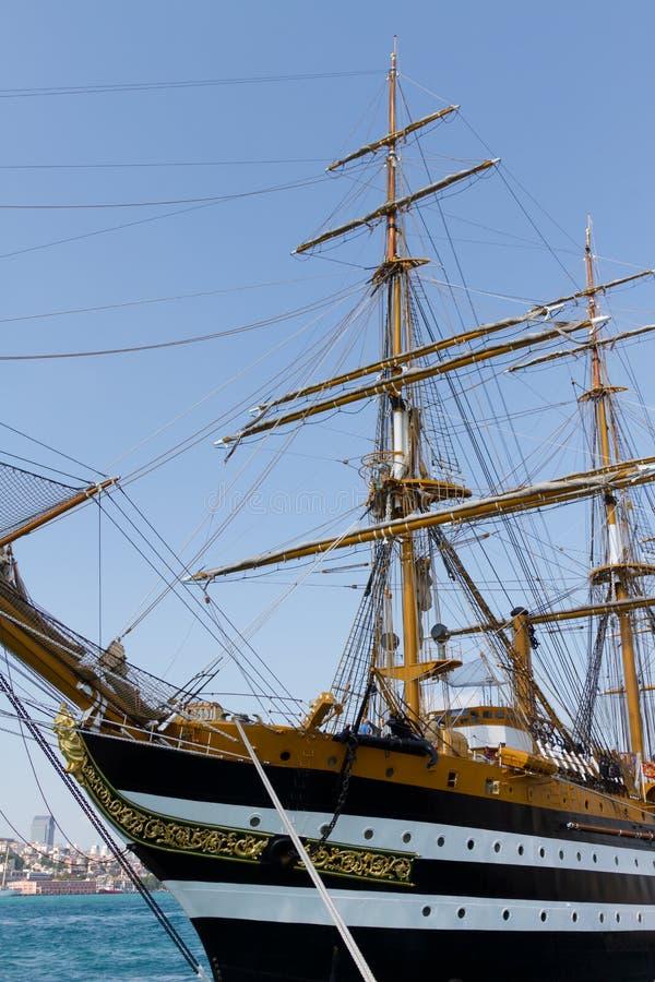Download Una nave alta foto de archivo. Imagen de marítimo, nearsighted - 21640904
