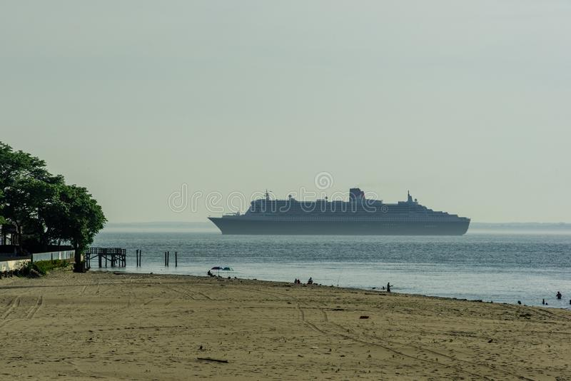 Una nave da crociera che lascia New York fotografia stock libera da diritti