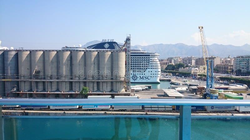 Una nave muy grande en Italia foto de archivo
