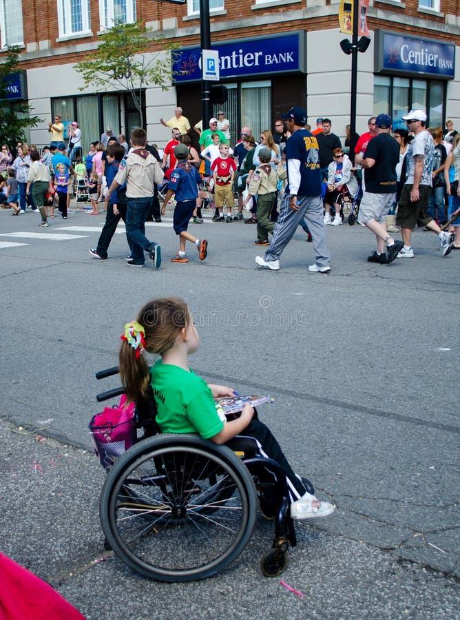 Vigilante Del Desfile En Silla De Ruedas Imagen Editorial