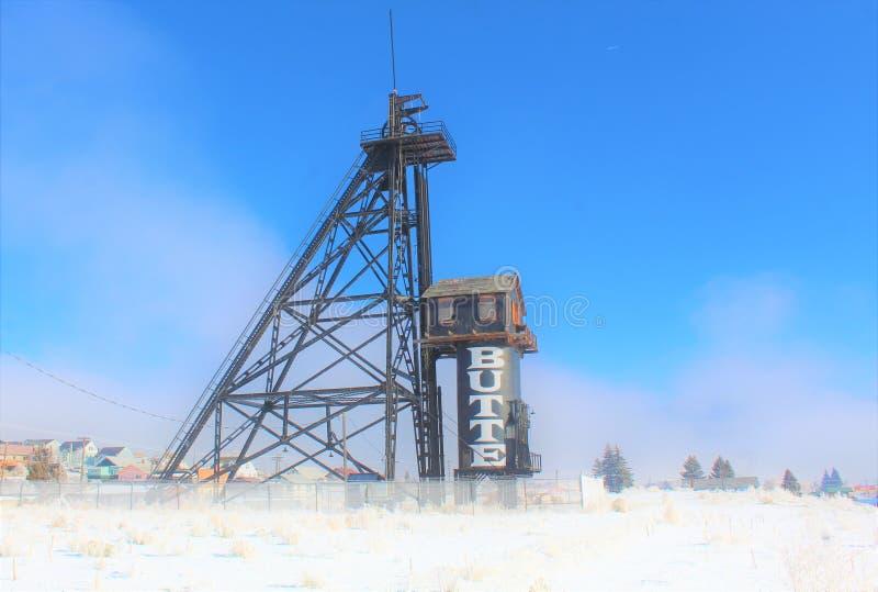 Una niebla llena de Butte Montana Mining derrick imagen de archivo libre de regalías