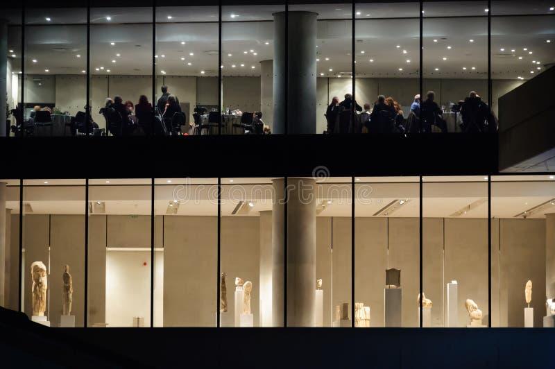 Una noche en el museo de la acrópolis imágenes de archivo libres de regalías