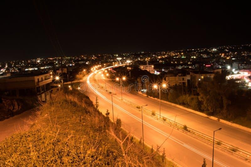 Una notte ha sparato nella strada principale di Candia immagini stock
