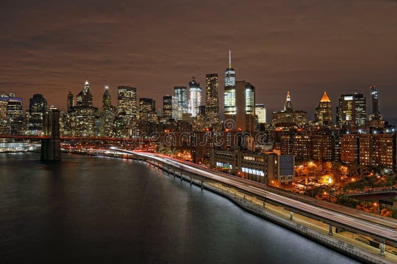 Una notte sopra Manhattan fotografie stock