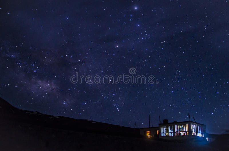 Una notte stellata (Himachal Pradesh) fotografia stock