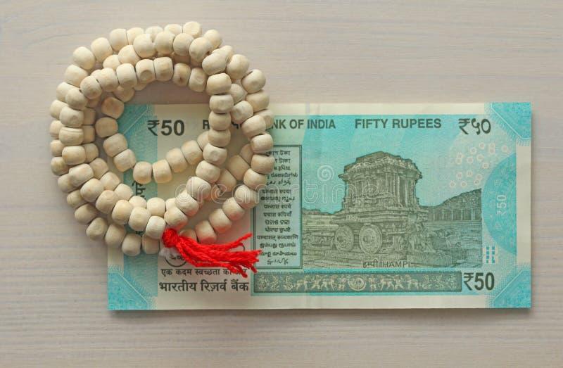 Una nuova banconota dell'India con una denominazione di 50 rupie indiano fotografia stock libera da diritti