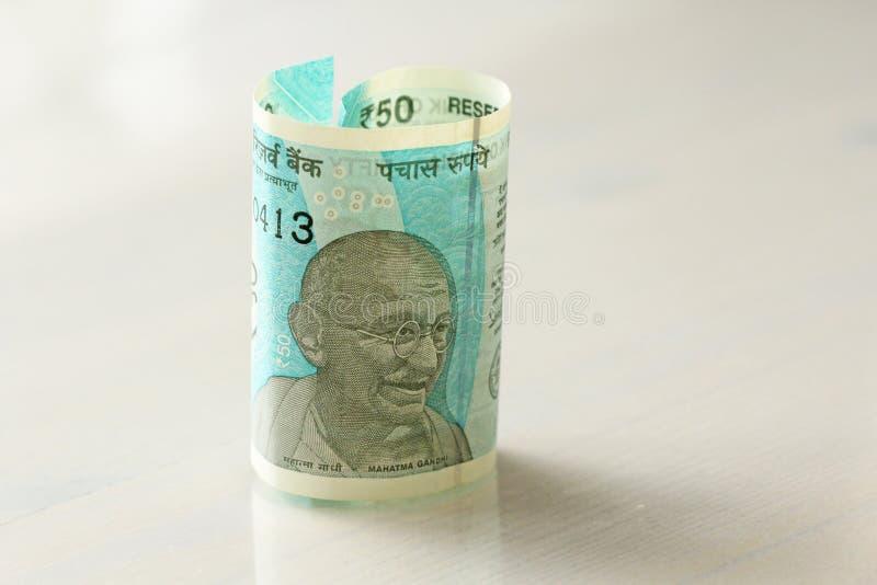 Una nuova banconota dell'India con una denominazione di 50 rupie indiano fotografie stock libere da diritti