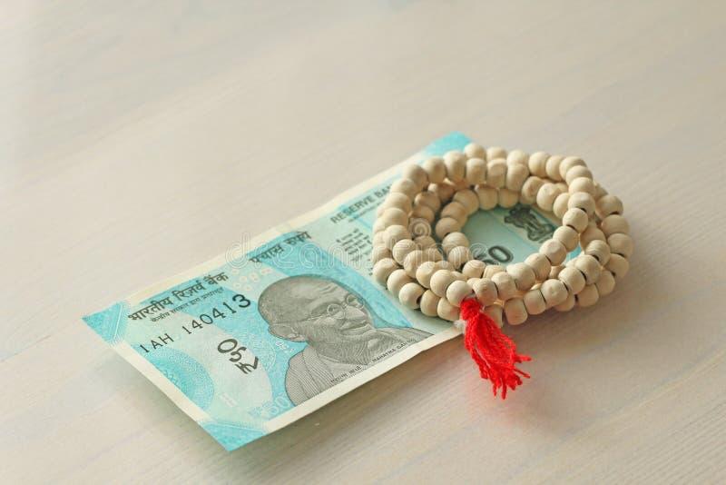 Una nuova banconota dell'India con una denominazione di 50 rupie Valuta indiana Mahatma Gandhi e rosario, perle dell'albero di Tu fotografia stock