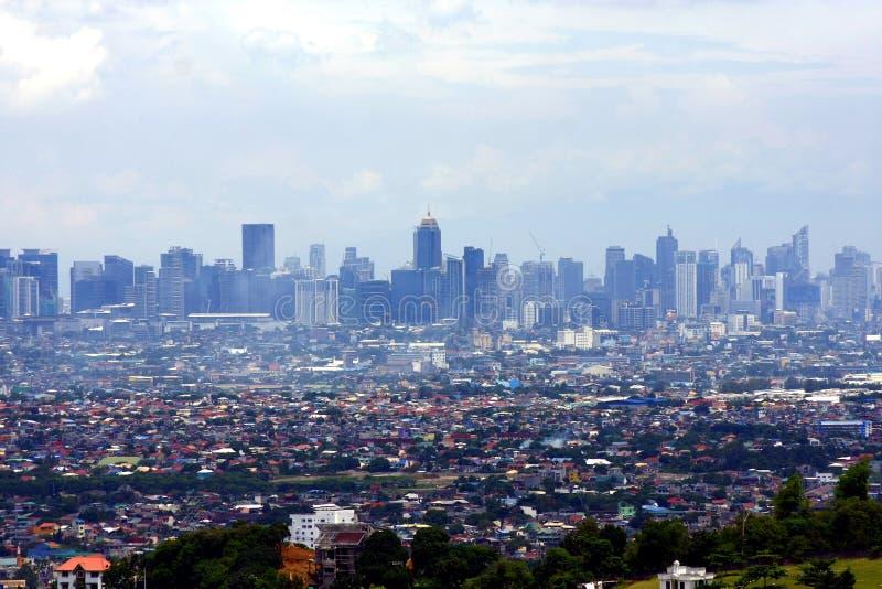 Una opinión aérea edificios comerciales y residenciales y establecimientos en las ciudades de Cainta, de Taytay, de Pasig, de Mak fotos de archivo