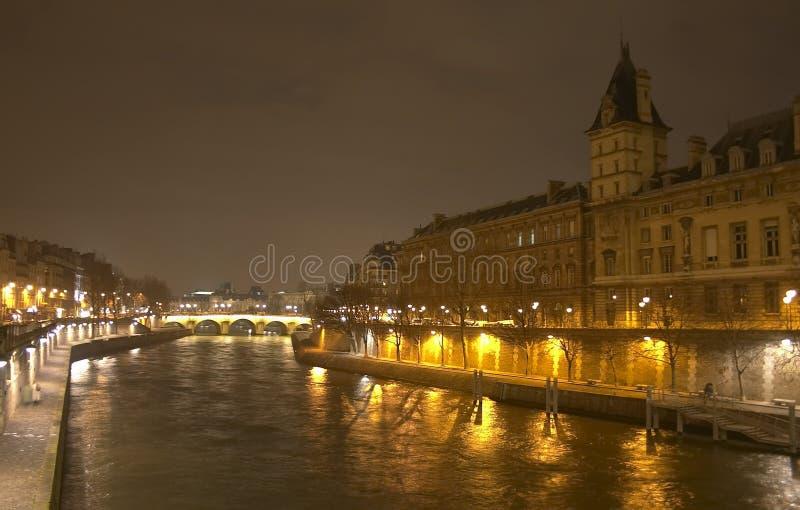 Una opinión de la noche del Saint-Michel de Pont imágenes de archivo libres de regalías