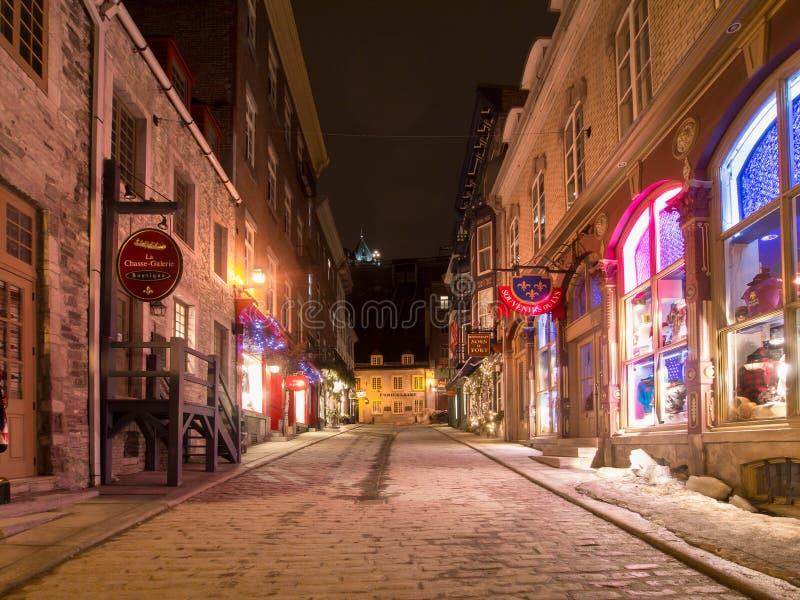 Calle la ciudad de Quebec vieja del invierno fotografía de archivo libre de regalías