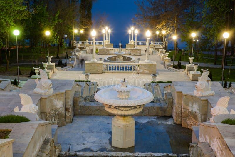 Una opinión de perspectiva sobre las escaleras hermosas de un parque de la ciudad en Chisinau, el Moldavia fotos de archivo libres de regalías