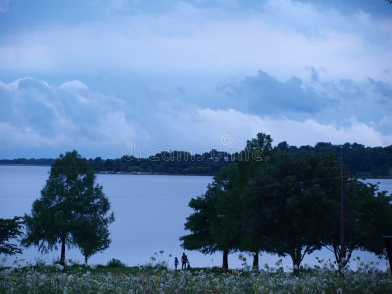 Una opinión del lago de una cumbre imagen de archivo libre de regalías