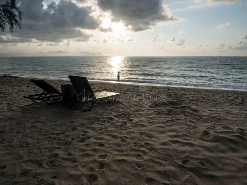 Una opinión del paisaje marino durante mañana fotos de archivo