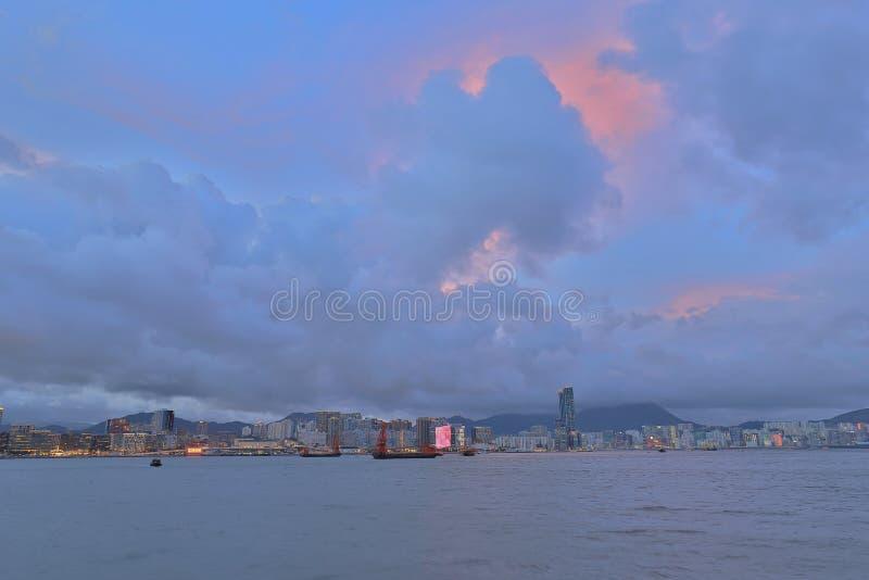 una opinión del puerto de Victoria y un horizonte de Hong Kong imagen de archivo libre de regalías
