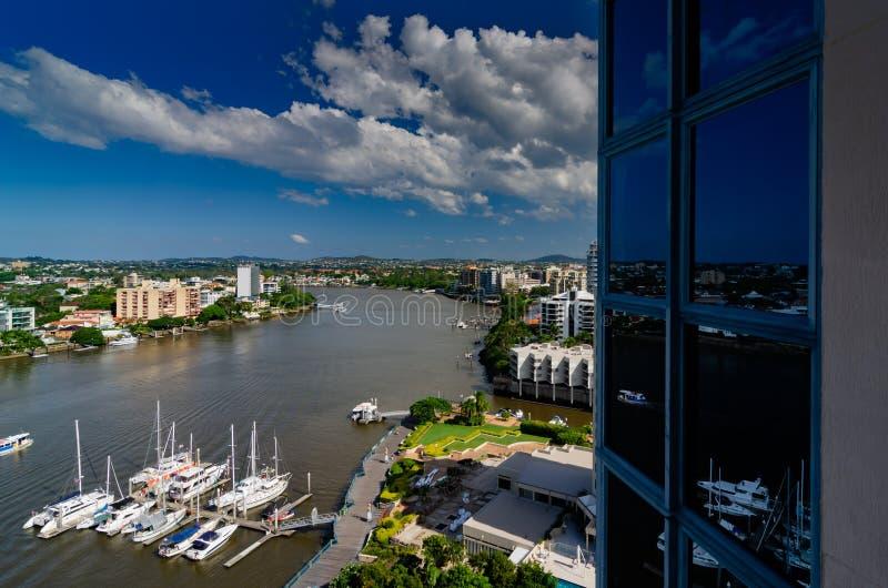 Una opinión del río de un apartamento en el punto del canguro, Brisbane imagen de archivo libre de regalías