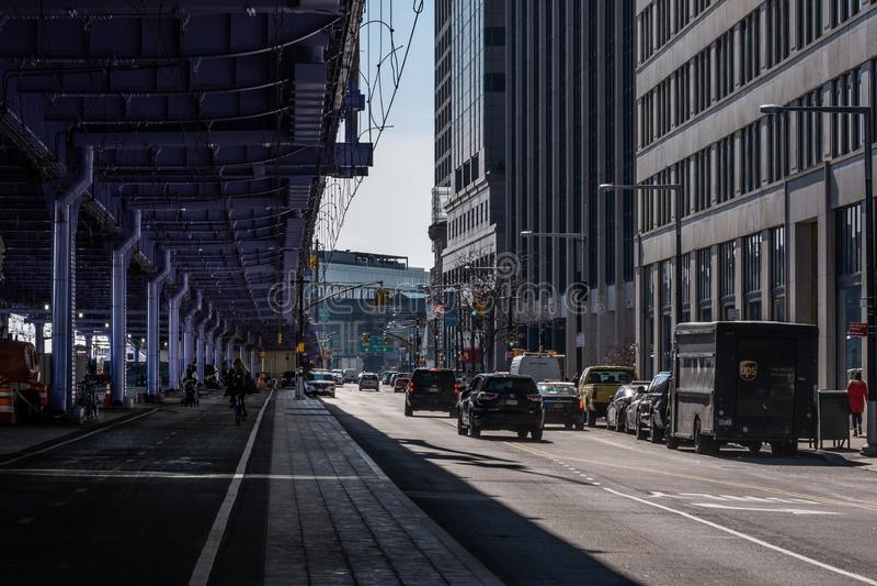 Una opinión general de la calle de East River Bikeway en el Lower Manhattan financiero New York City del distrito foto de archivo libre de regalías