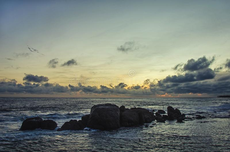 Una opinión pintoresca sobre la puesta del sol foto de archivo libre de regalías