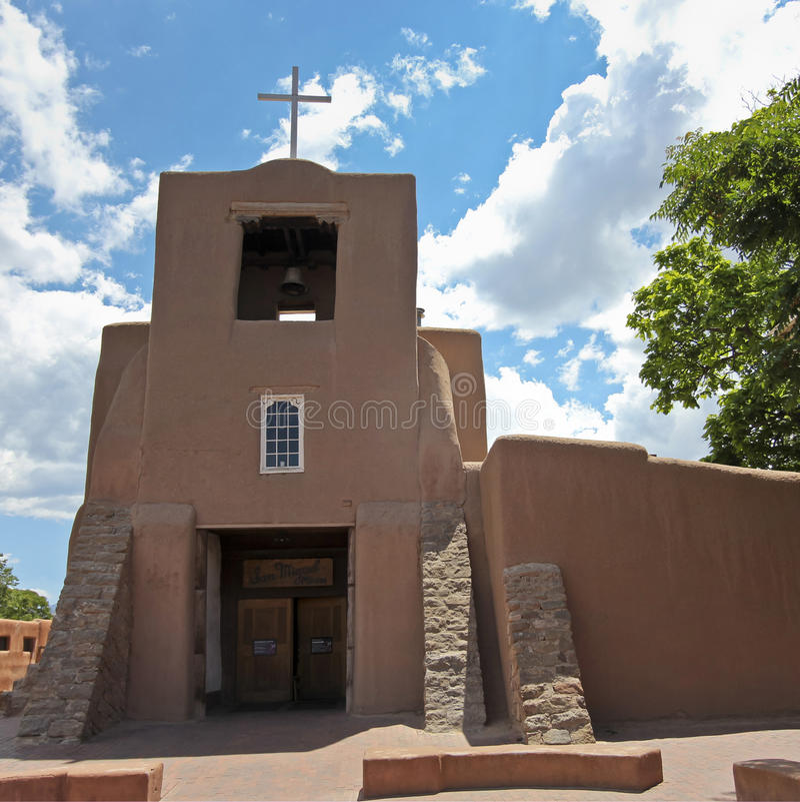 Una opinión San Miguel Mission, o capilla foto de archivo libre de regalías