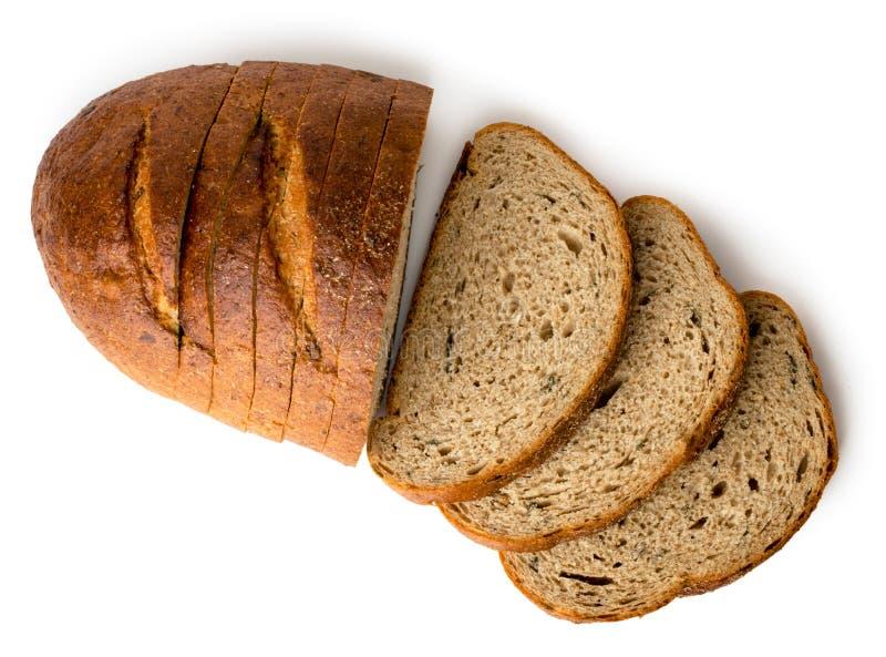 Una pagnotta di gray ha affettato il pane su un bianco, isolato La vista dalla parte superiore immagini stock libere da diritti