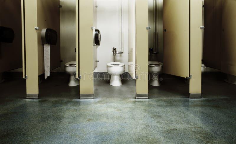Una parada de cuarto de baño limpia fotografía de archivo libre de regalías