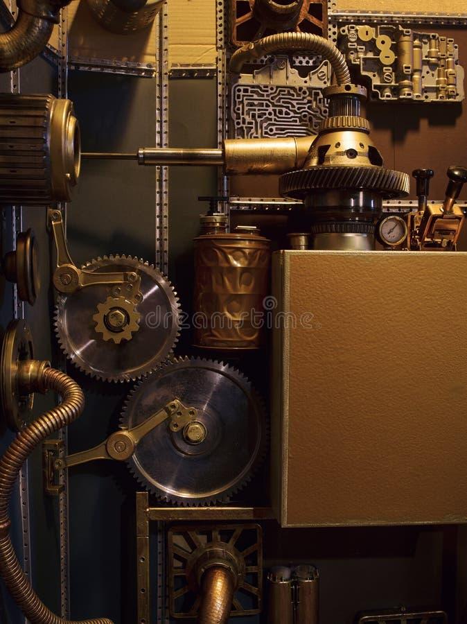 Una pared antigua del vintage con los mecanismos en el estilo del steampunk fotos de archivo libres de regalías