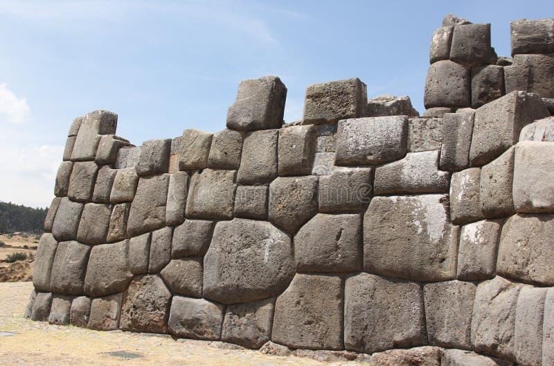 Una pared del inca en Sacsawamen imagen de archivo libre de regalías