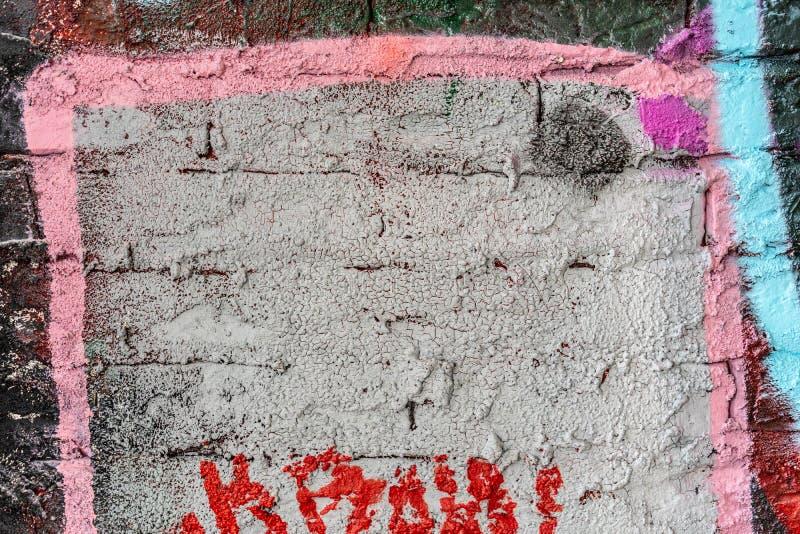 Una parete con i graffiti degli artisti sconosciuti Parete della via art Copyspace per testo e progettazione fotografie stock