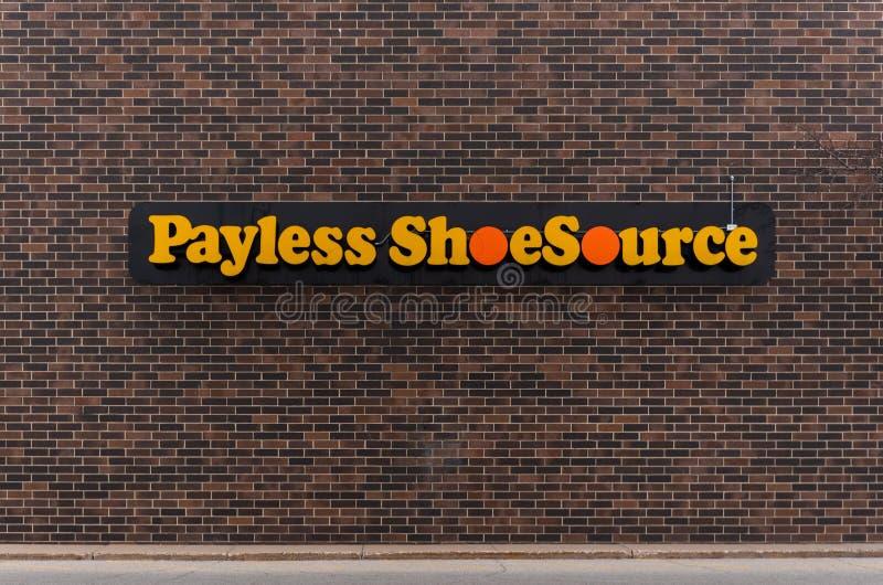 Una parte anteriore del deposito di Payless Shoesource fotografie stock
