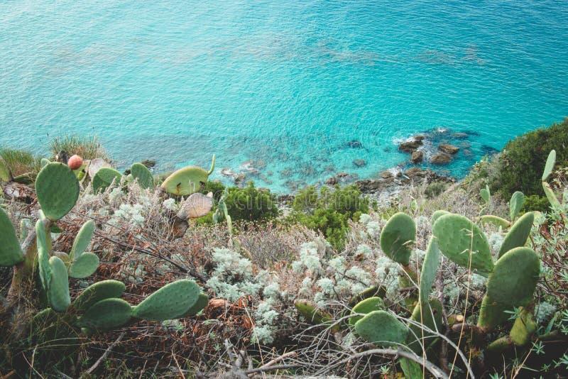 Una parte de la costa de Amalfi con el mar en Italia Naturaleza salvaje Imagen del verano imagenes de archivo