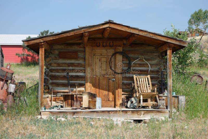 Una peque a caba a de madera en idaho imagen de archivo for Cabanas de madera pequenas