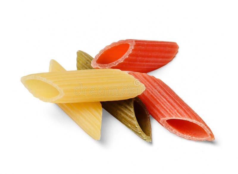 Una pequeña pila de pastas multicoloras Fondo aislado blanco Primer Visión superior imagen de archivo libre de regalías