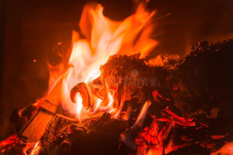 Una piccola e fiamma calda immagine stock libera da diritti