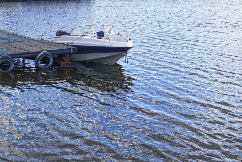 Una piccola imbarcazione a motore fotografia stock libera da diritti