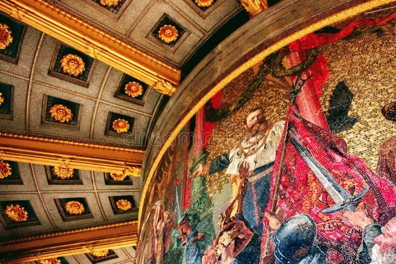 Una piccola parte di grande murale dipinto dentro il Siegessäule Victory Column a Berlino, Germania immagini stock