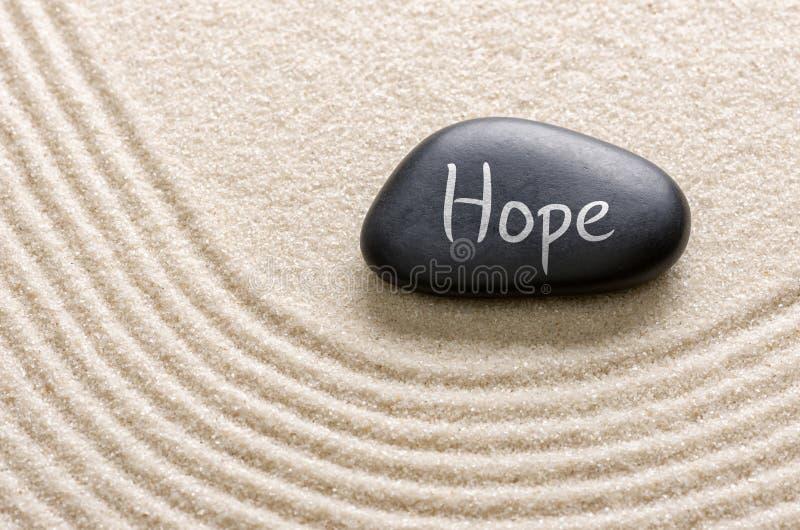 Una piedra con la esperanza de la inscripción imagen de archivo libre de regalías