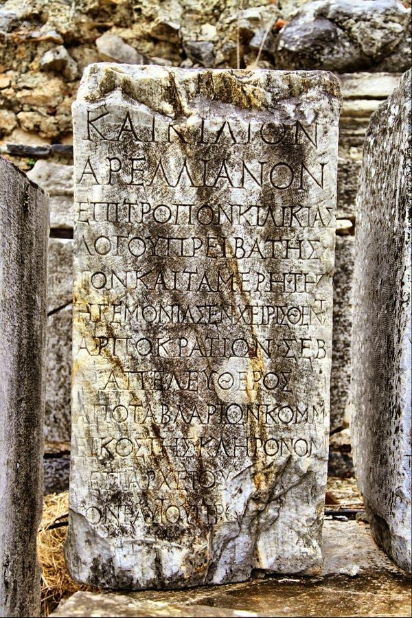 una piedra sepulcral romana en la ciudad antigua de Ephesus fotos de archivo