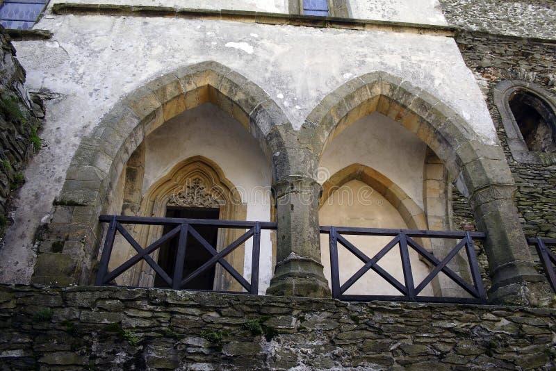 Una pietra di due archi sopra il terrazzo fotografia stock