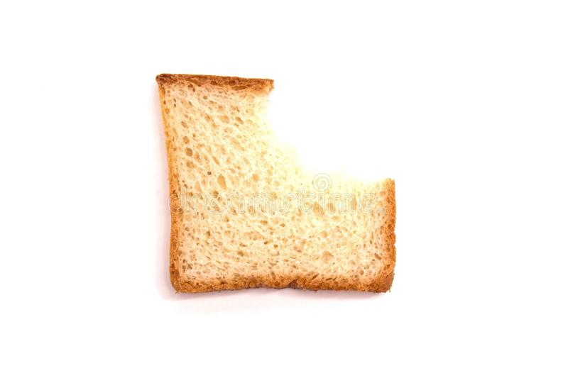 Una pieza del pan blanco de la tostada mordido en el fondo blanco fotos de archivo