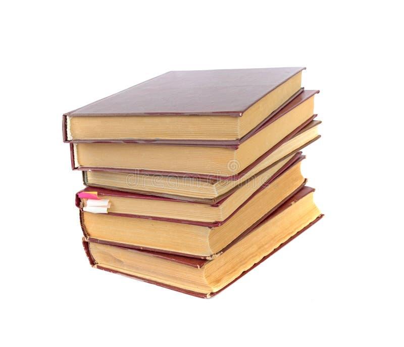 Una pila de libros viejos aislados en un fondo blanco imágenes de archivo libres de regalías