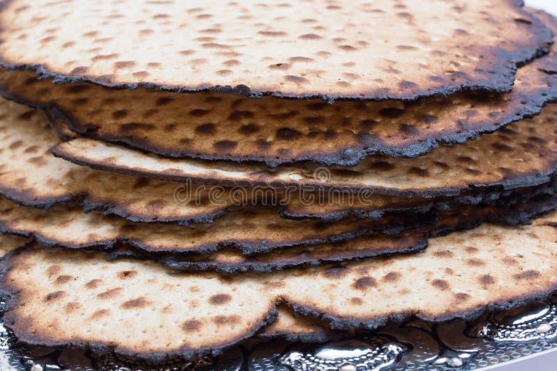 Una pila de Matzos para la pascua judía handmade fotografía de archivo libre de regalías