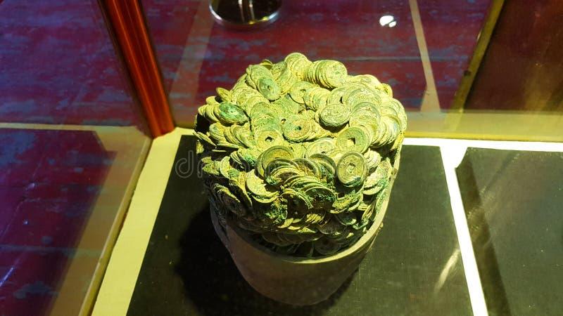 Una pila de monedas antiguas, Xizhou, Yunnan, China fotografía de archivo