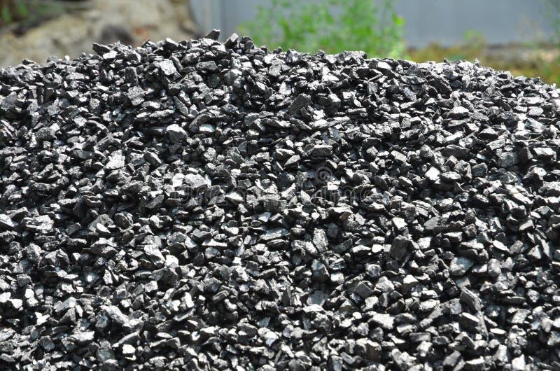 Una pila de multas de antracita del carbón imagenes de archivo
