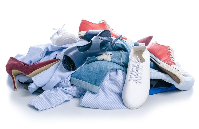 Una pila de ropa y de zapatos fotografía de archivo libre de regalías