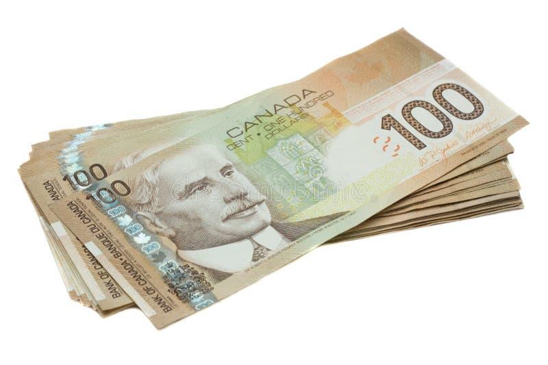 Una pila del canadiense cientos cuentas de dólar fotos de archivo libres de regalías
